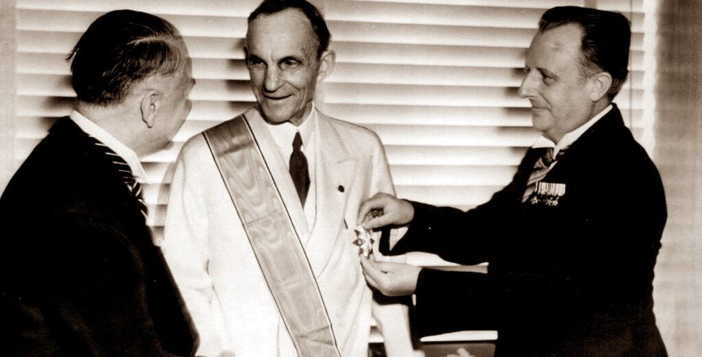 Генри Форд был награжден орденом нацистской Германии.