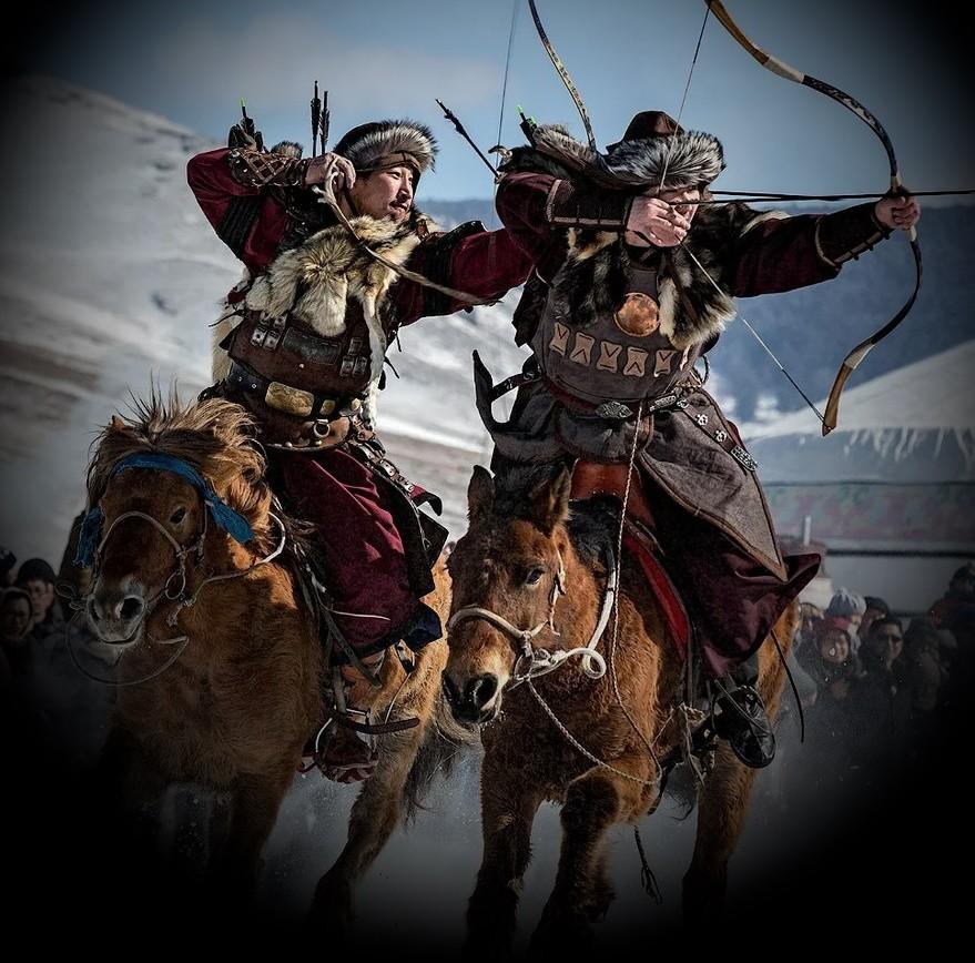 Воины Чингисхана на коне и с луком